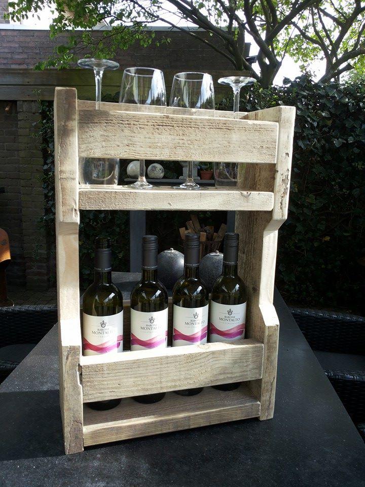 Wijnrek aan de muur Steigerhout